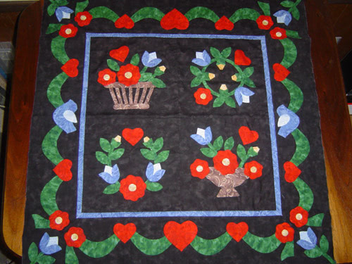 applique quilt small pic