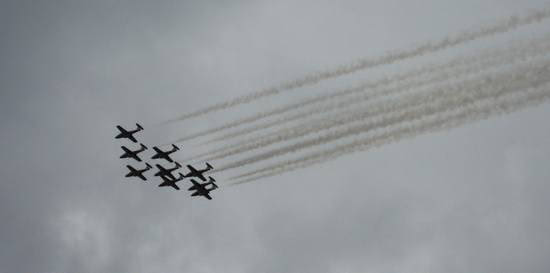 snowbirds-flyby-2010-3