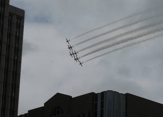 snowbirds-flyby-2010-5