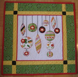 christmas-ornaments-mini-quilt